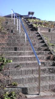 大津川の階段に手すりがつきました!