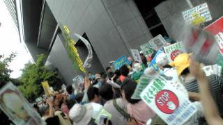 大飯原発3<br />  号機再稼働に抗議、関電本店前へ!