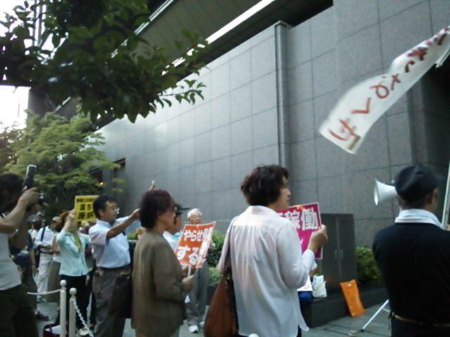 関西電力本店前の原発NO!<br />  行動に参加