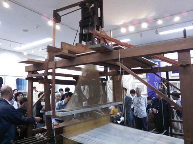 織編(おりあむ)館プレオープンで、ジャカード織機の見学会!