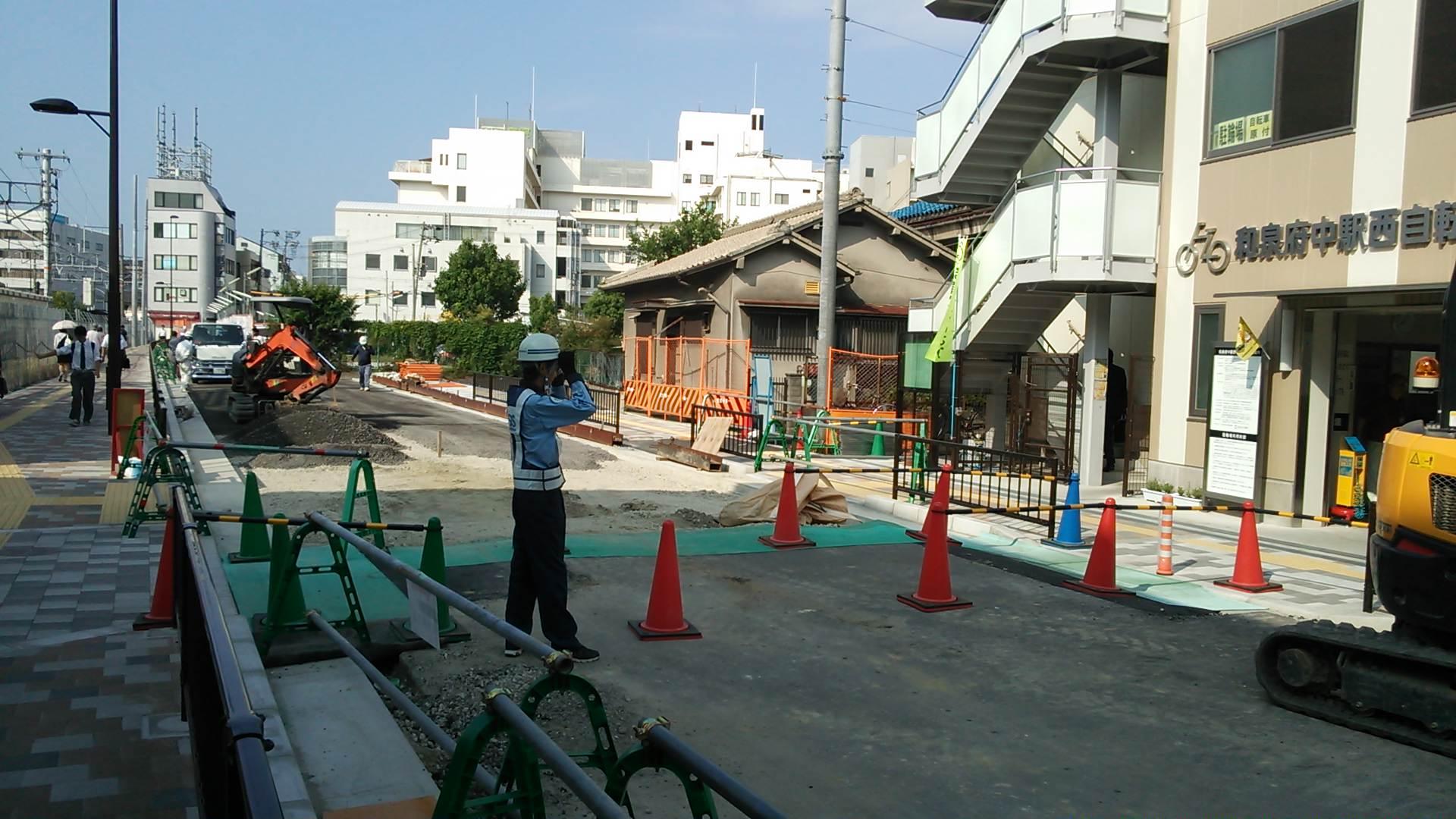 和泉府中駅西口で、朝の宣伝行動〓