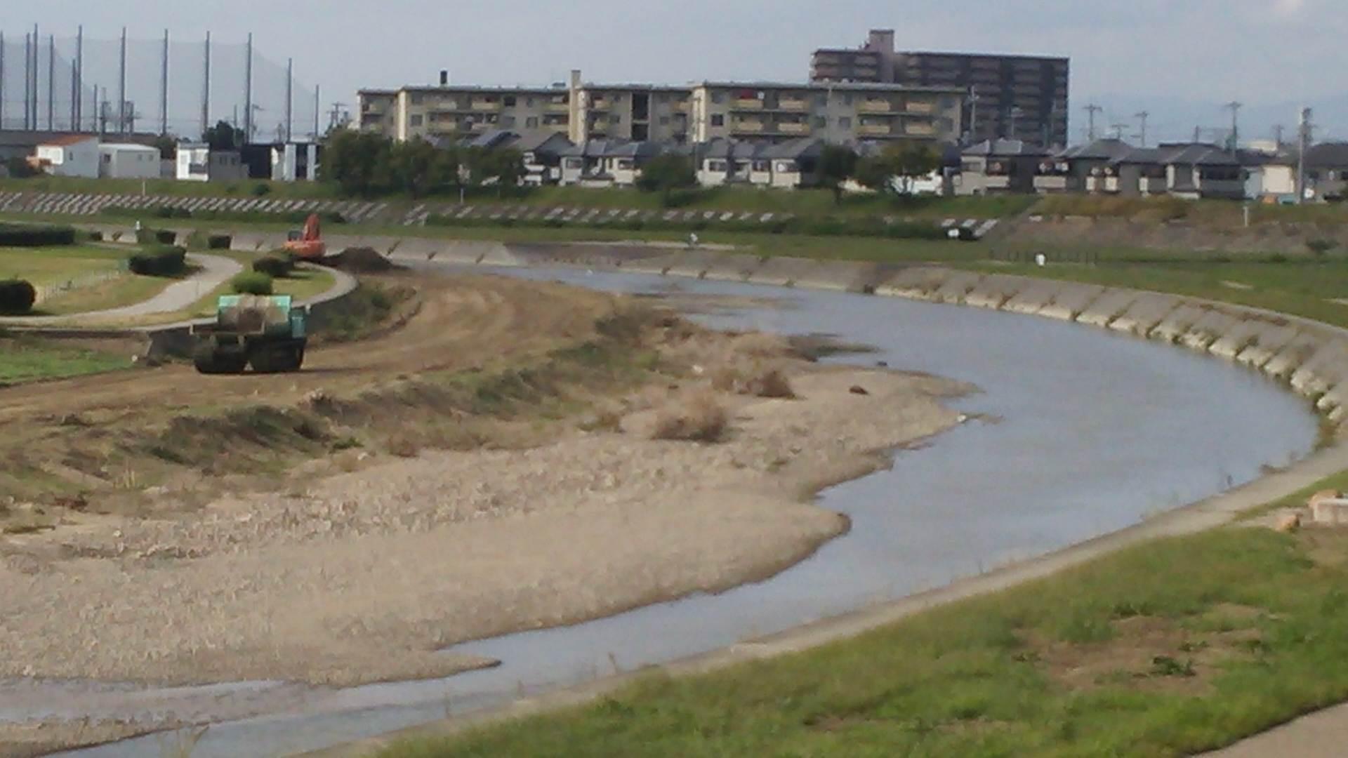 大津川の堆積土砂除去工事が進んでいます!